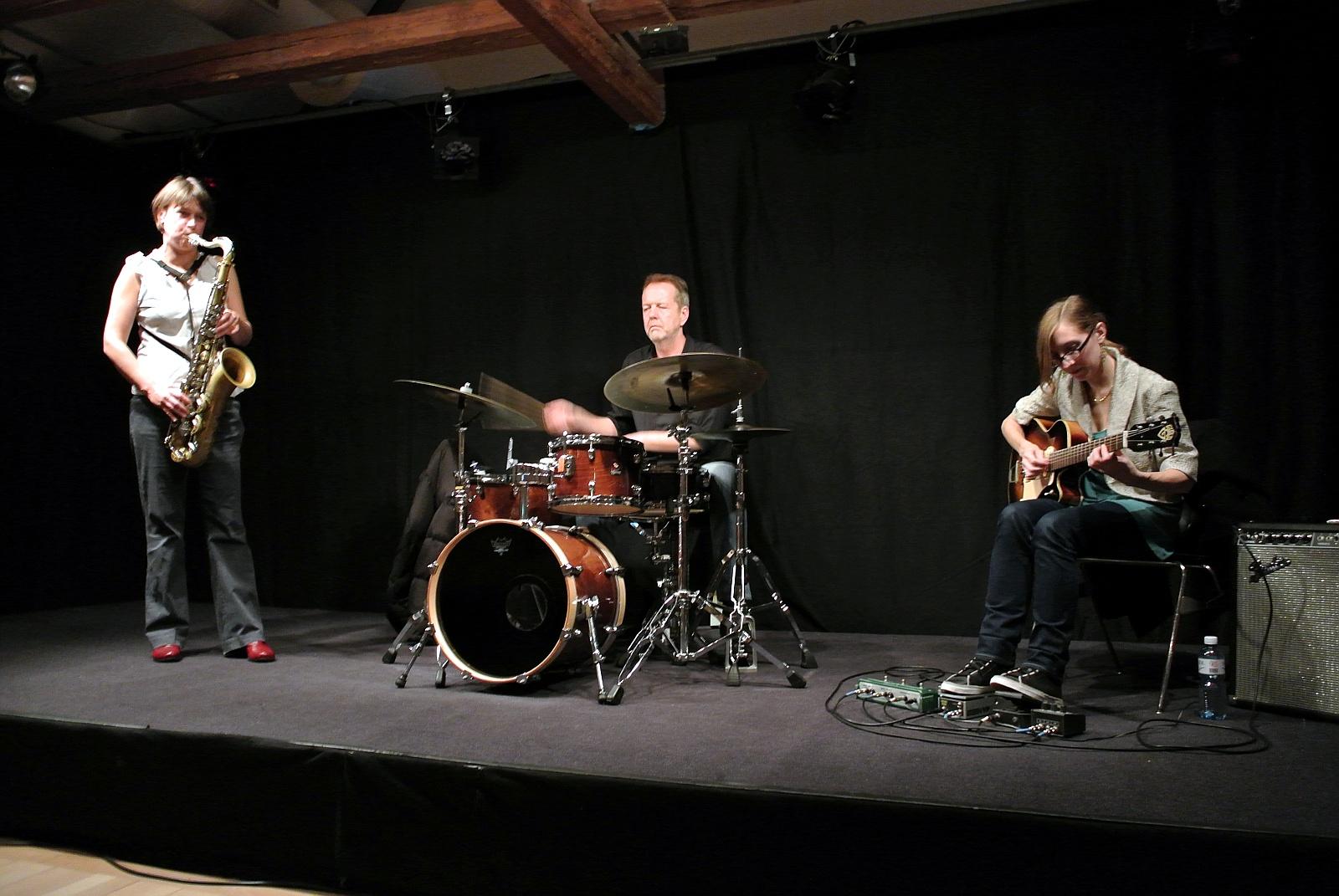 Ingrid Laubrock | Tom Rainey | Mary Halvorson  am 19.10.2012 (Obere Mühle) © Thomas Müller